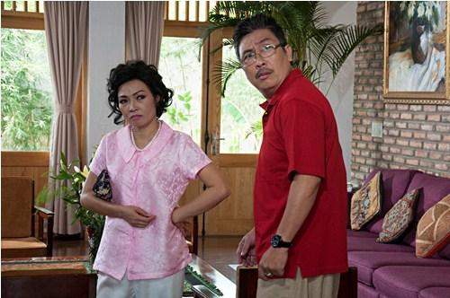 Phương Thanh (trái) hóa thân thành mẹ chồng nanh nọc trong phim truyền hình.