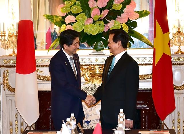 Thủ tướng Nguyễn Tấn Dũng và Thủ tướng Shinzo Abe tại hội đàm. Ảnh: VGP/Nhật Bắc