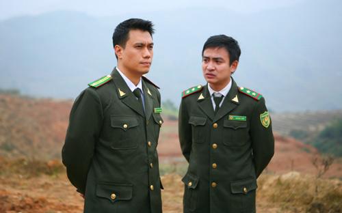 Hình ảnh Việt Anh (trái) trong phim Khi đàn chim trở về 3.