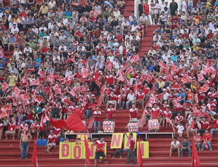 Sân Đồng Nai cũng thu hút khá đông khán giả ở vòng 1 (ảnh: Trọng Vũ)