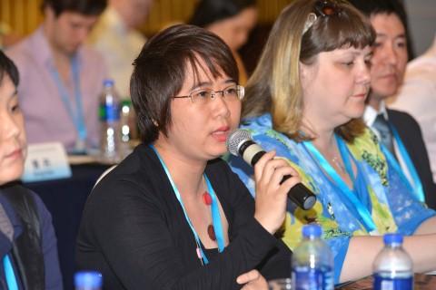 Dịch giả Nguyễn Lệ Chi phát biểu tại Hội thảo quốc tế về dịch thuật phim truyện, phim truyền hình và lồng tiếng trong phim tại Thượng Hải 2015.