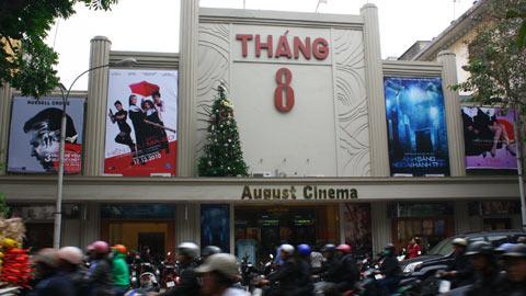 Rạp Tháng Tám trên phố Hàng Bài cũng đang phải đương đầu với không ít khó khăn trong việc kéo khách đến rạp.
