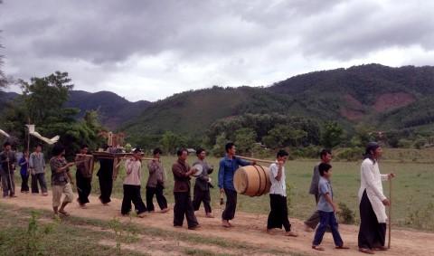 Hình trong phim Những đứa con của làng (ĐD: Nguyễn Đức Việt), do nhà nước đặt hàng, một ứng viên sáng giá của giải Cánh diều 2014.