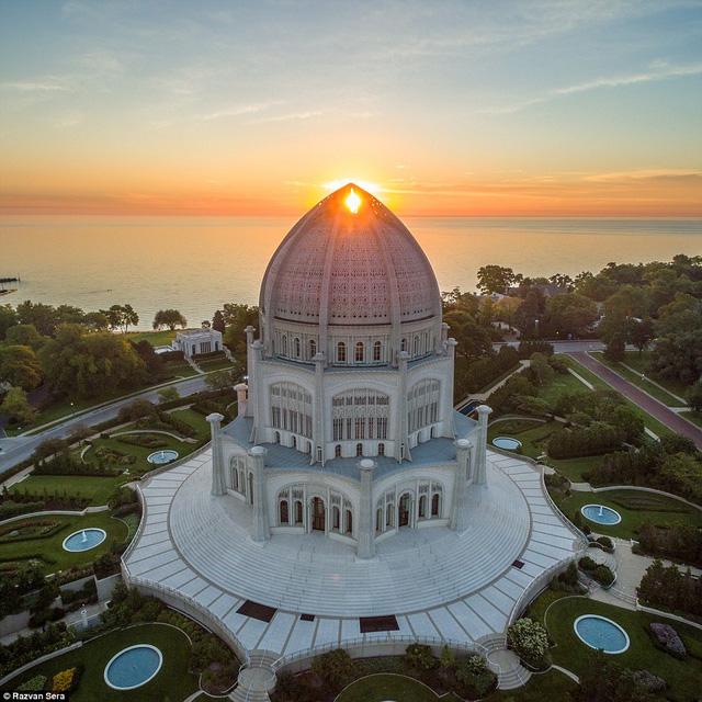 Nhà thờ Baháí House of Worship (Mỹ) đón nắng sớm