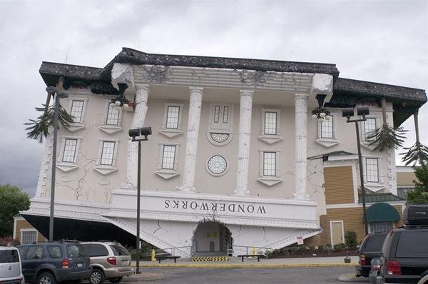 Hầu hết những ngôi nhà Wonder Works tại Mỹ đều thiết kế lộn ngược.
