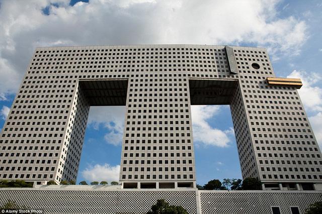 """Tòa nhà 32 tầng được xây dựng giống hình con voi, một trong những loài động vật nổi tiếng nhất """"xứ sở những nụ cười""""."""