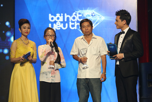 Phương Mỹ Chi giành giải thưởng 1 tỷ, Thùy Chi hát live như thu đĩa 2