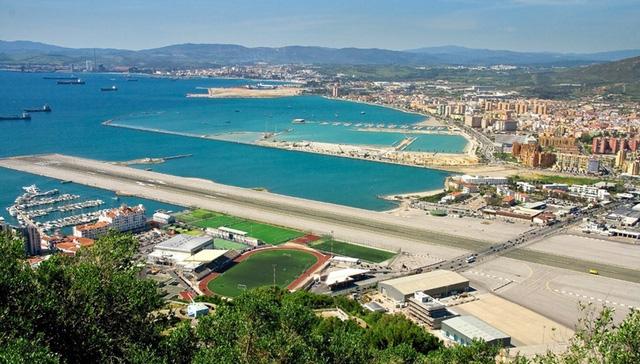 Một phần của sân bay Gibraltar nhìn từ trên cao