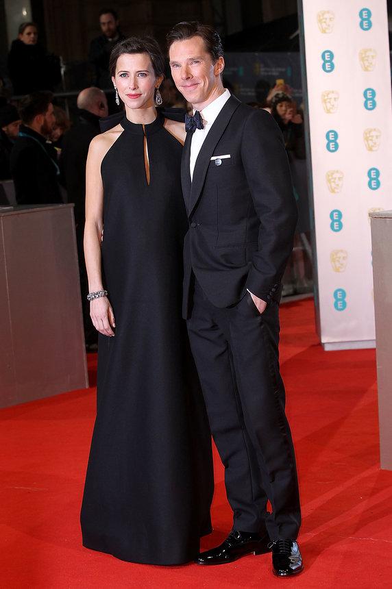 Xuất hiện trên thảm đỏ cùng hôn phu Benedict Cumberbatch, bà bầu Sophie Hunter diện một chiếc váy đen đơn giản nhưng sang trọng, là thiết kế của Maison Martin Margiela.