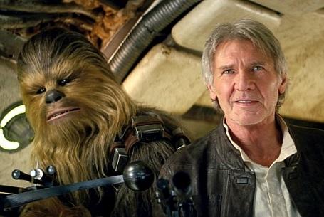 """Trong sự chờ đợi của fan hâm mộ, nam diễn viên kỳ cựu Harrison Ford (73 tuổi) đã trở lại với vai Han Solo trong """"Thần lực thức tỉnh"""" bên cạnh anh bạn Chewbacca."""