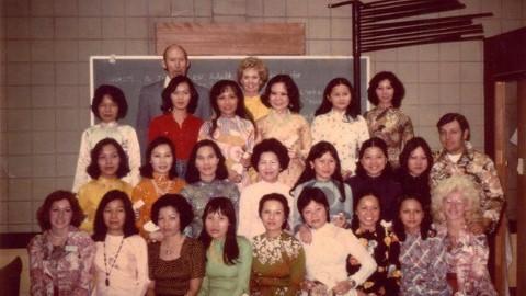 Tippi Hedren cùng một nhóm học viên người Việt.