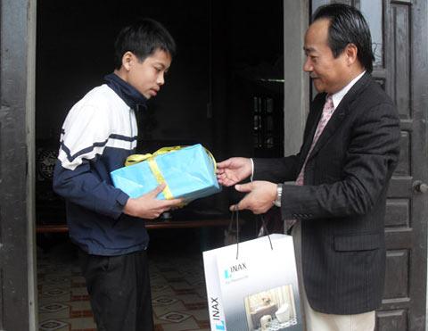 Ông Morita Nguyễn thăm lại một trường hợp được hỗ trợ mổ tim