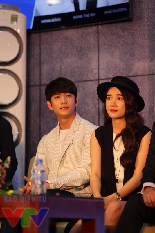 Sự xuất hiện của cặp đôi Junsu - Linh tại buổi giao lưu diễn viên Tuổi thanh xuân đã đem đến sự phấn khích tột độ cho người hâm mộ