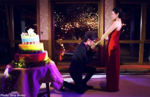 Uông Phong quỳ gối cầu hôn Chương Tử Di trong bữa tiệc sinh nhật lần thứ 36 của cô