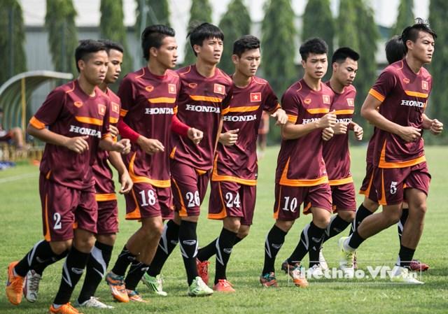 Các cầu thủ U23 Việt Nam tập buổi đầu tiên sau khi tập trung vào hôm qua