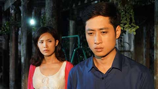 Quỳnh Hoa và Mạnh Hưng trong một cảnh quay.