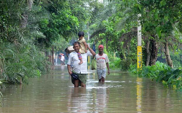 Lụt lội tại Bherampur, Murshidabad, Ấn Độ. (Ảnh: Telegraph)