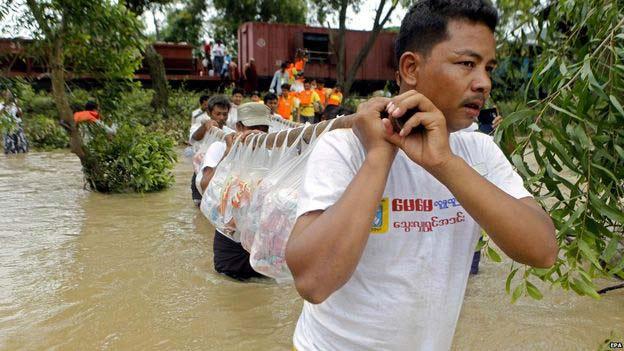 Mưa lũ đã khiến nhiều người dân Myanmar bị mắc kẹt. (Ảnh: EPA)