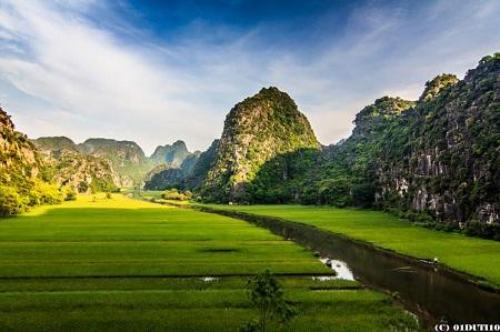 Sông Ngô Đồng buổi sớm mai. (Ảnh: Du Ti)