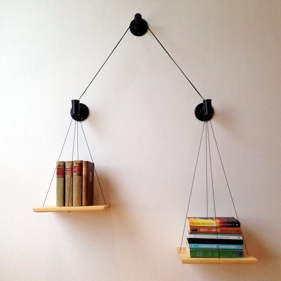 Giá sách với ý tưởng cán cân kiến thức