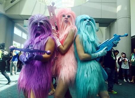 """Fan hóa trang thành các """"chị em"""" của Chewbacca tại một lễ hội hóa trang ở San Diego, Mỹ."""
