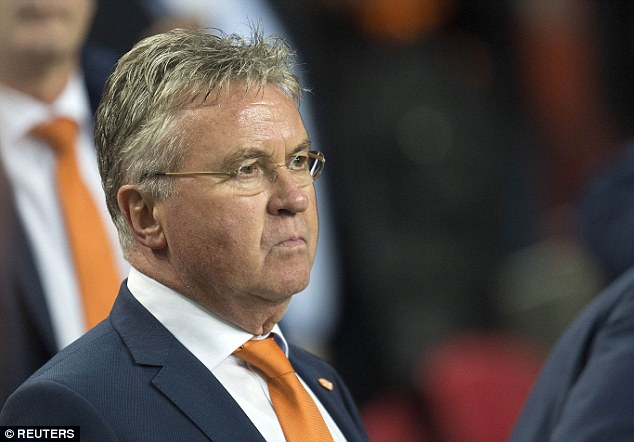 HLV Guus Hiddink từ chức sau chuỗi thành tích kém cỏi của ĐT Hà Lan