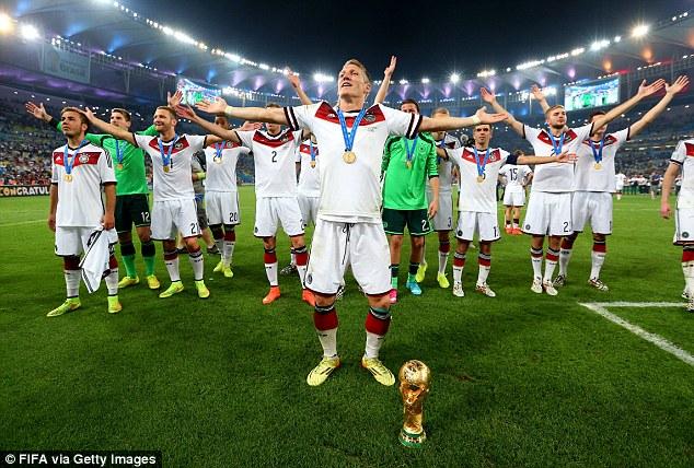HLV Joachim Loew tin Schweinsteiger sẽ thành công tại Man Utd như đã từng thành công ở Bayern Munich.