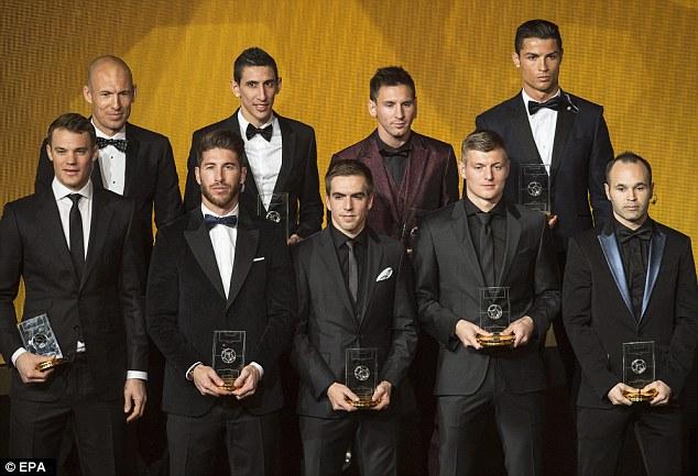 C.Ronaldo cùng 2 đối thủ cạnh tranh là Messi và Neuer đều có tên trong danh sách Đội hình tiêu biểu 2014 của FIFA. Tuy nhiên, đội hình năm nay dường như chưa thực sự được lòng dân với sự xuất hiện khó hiểu của cái tên David Luiz.
