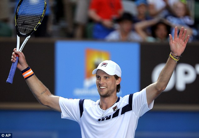 Andreas Seppi lần đầu đánh bại Roger Federer sau 11 lần đối đầu