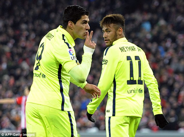 Luis Suarez cũng đóng góp 1 bàn thắng trong chiến thắng 5-2 của Barcelona