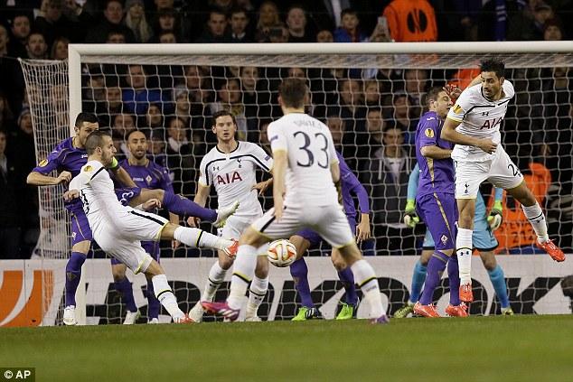 Tottenham Hotspur đã để Fiorentina cầm hòa 1-1 trên sân nhà tại trận lượt đi