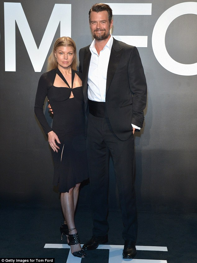 Fergie và chồng Josh Duhamel mặc đồ ton sur ton