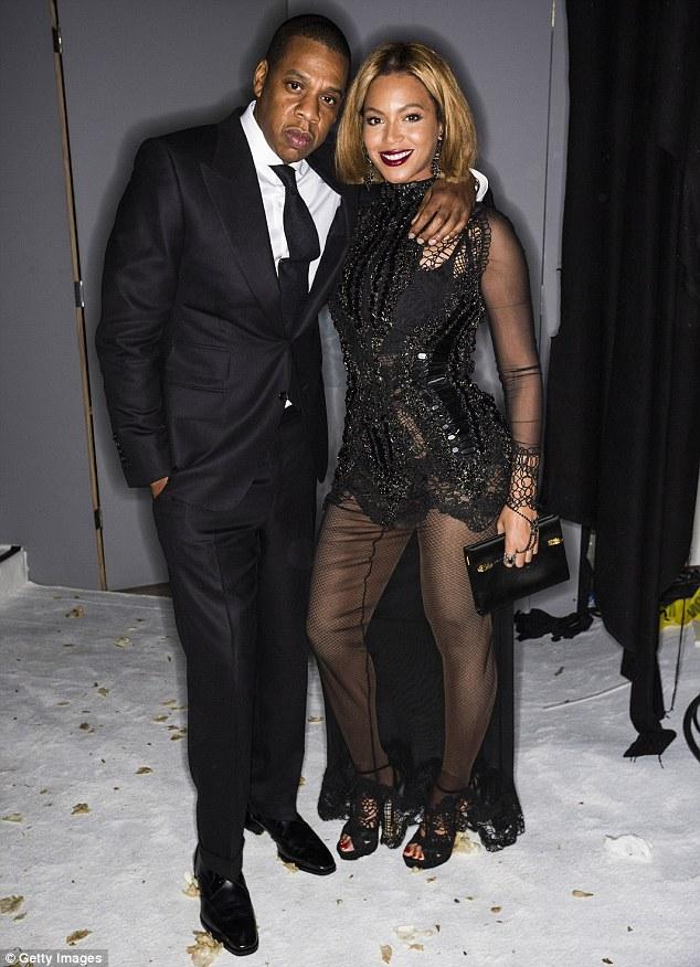 Vợ chồng Beyonce - Jay Z trao nhau những cử chỉ thân mật