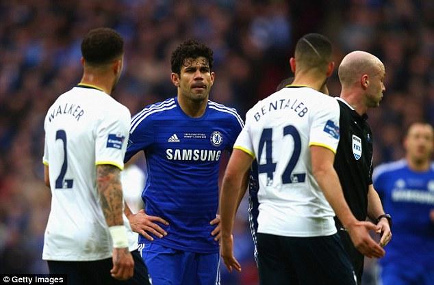 Vẻ nóng giận của Costa phần nào thể hiện sự bất lực trong các phương án tấn công của Chelsea.