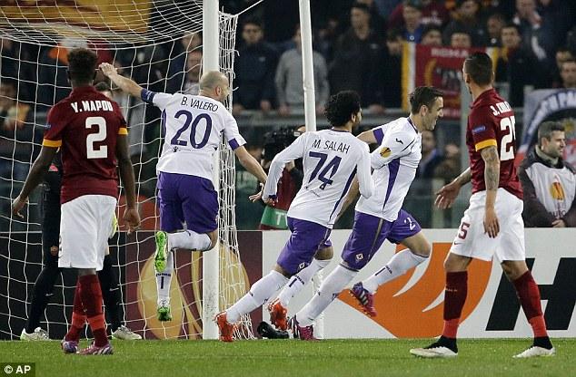 """Fiorentina """"làm thịt"""" AS Roma ngay trên sân Olimpico"""