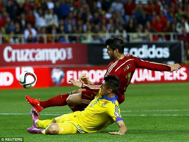 Alvaro Morata ghi bàn thắng duy nhất cho Tây Ban Nha ở phút 28