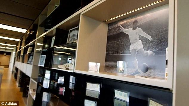 Phòng truyền thống của CLB với rất nhiều danh hiệu, kỷ vật của các huyền thoại... cũng được đặt tại trung tâm này.