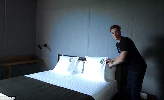 Phòng ngủ cực chất với phong cách tối giản.