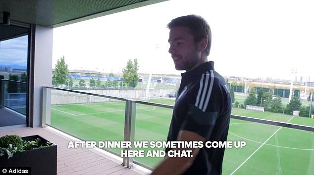 Trung tâm tập luyện của Real Madrid cũng có không gian mở để các cầu thủ thư giãn.