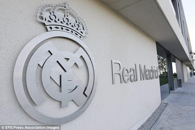 Trung tâm của Real được đặt ngay gần sân bay Barajas.