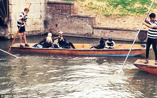 Gia đình nhà Becks đã có một buổi chiều bình yên ở thành phố Cambridge