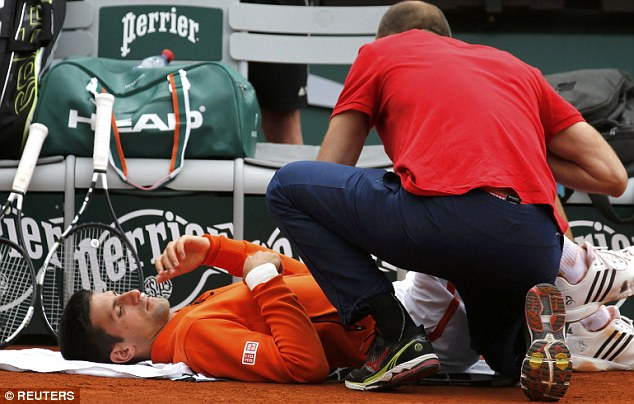 Dù phải gặp chấn thương song Novak Djokovic vẫn giành quyền vào vòng 3