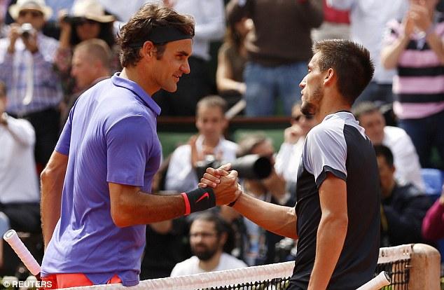 Roger Federer đánh bại đối thủ Damir Dzumhur để giành quyền vào vòng 4