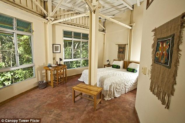 Phòng ngủ được trang trí một cách tiện nghi, ngăn nắp.