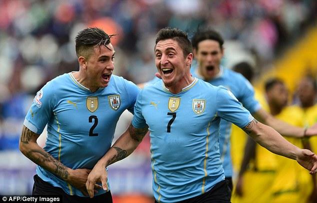 Nhà đương kim vô địch, đội tuyển Uruguay có chiến thắng mở màn tại Copa America 2015