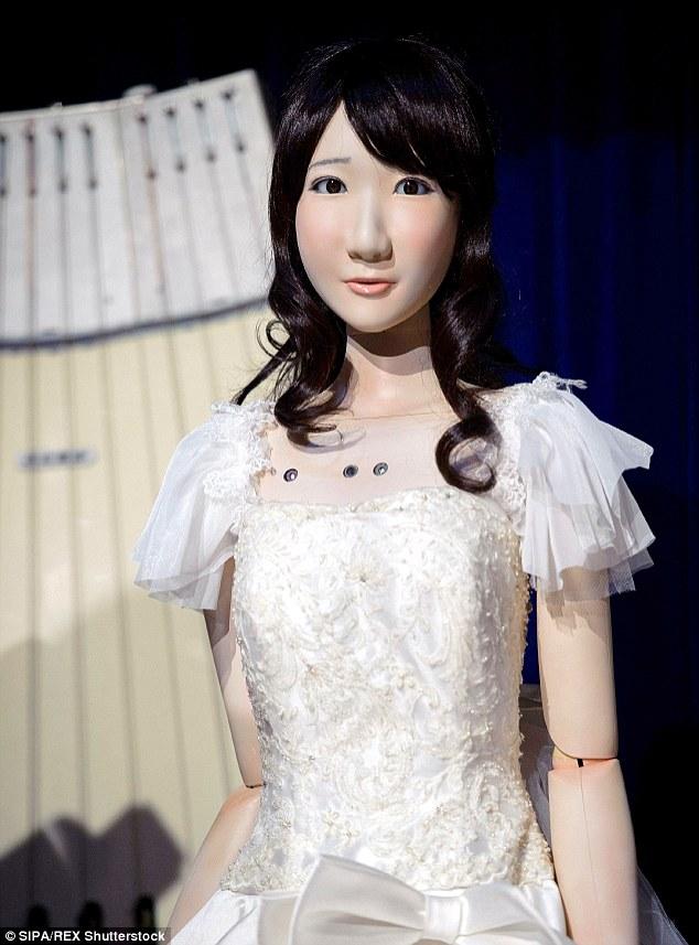 Cô dâu Yukirin lộng lẫy trong bộ váy cưới màu trắng