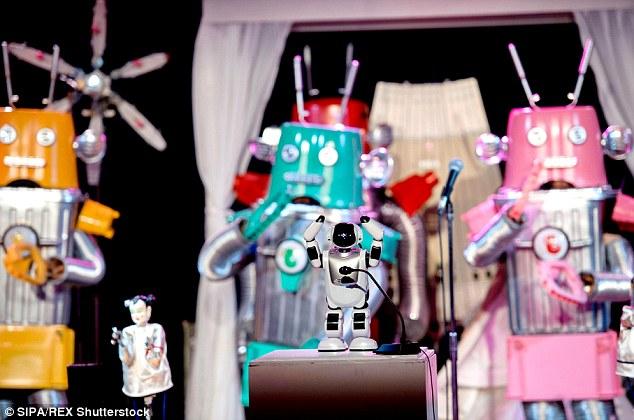 Các tiết mục văn nghệ với phần trình diễn của các nghệ sĩ robot