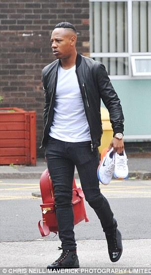 Báo giới Anh đã bắt gặp Clyne rời khỏi một bệnh viện ở Liverpool