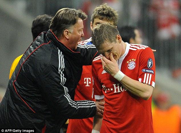 HLV Van Gaal và Schweini từng có quãng thời gian làm việc chung tại CLB Bayern Munich.