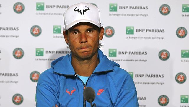 Nadal lộ rõ vẻ mệt mỏi sau trận đấu.
